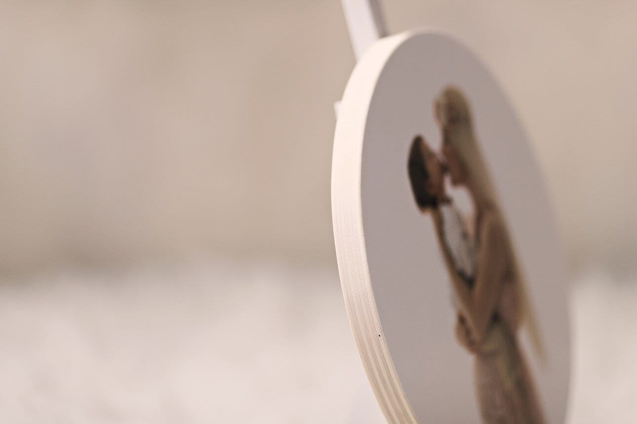 Auf Holz gedrucktes Bild von einer schwangeren