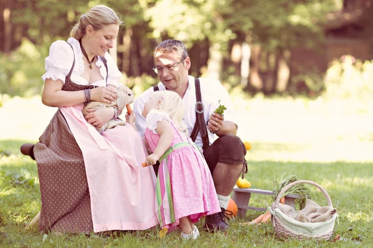 Familienfotoshooting in Tracht Muenchen Fotografin Carmen Bergmann Outdoor