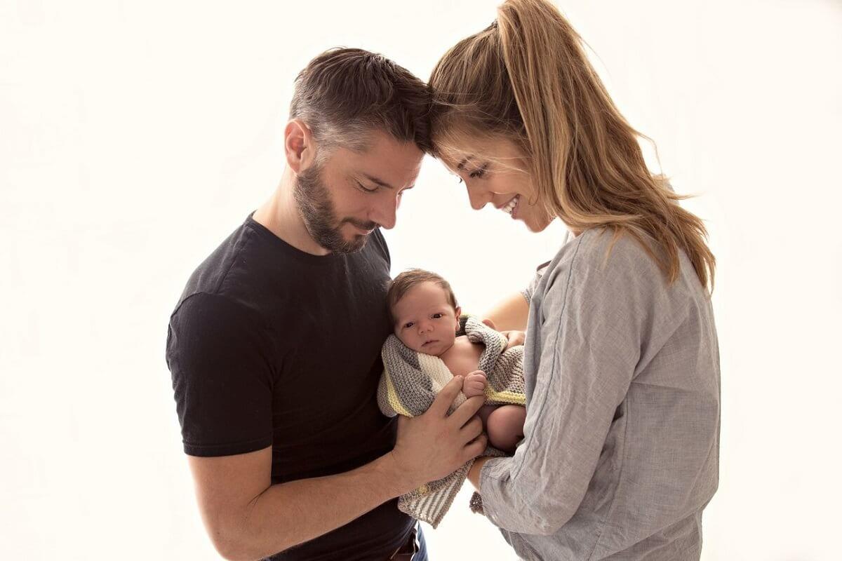 Familienshooting mit Mutter Vater Kind in Muenchen in Fotostudio