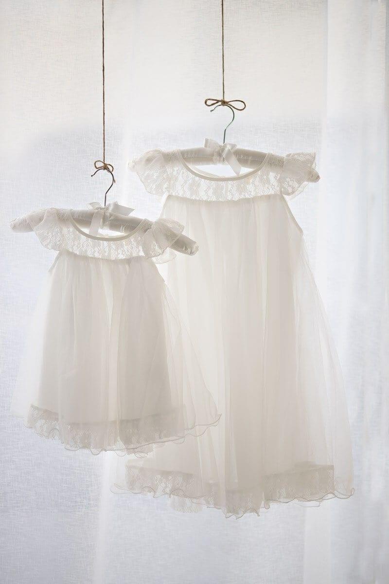Kleider in Carmen Bergmanns Fotostudio fuer ein Babyfotoshooting