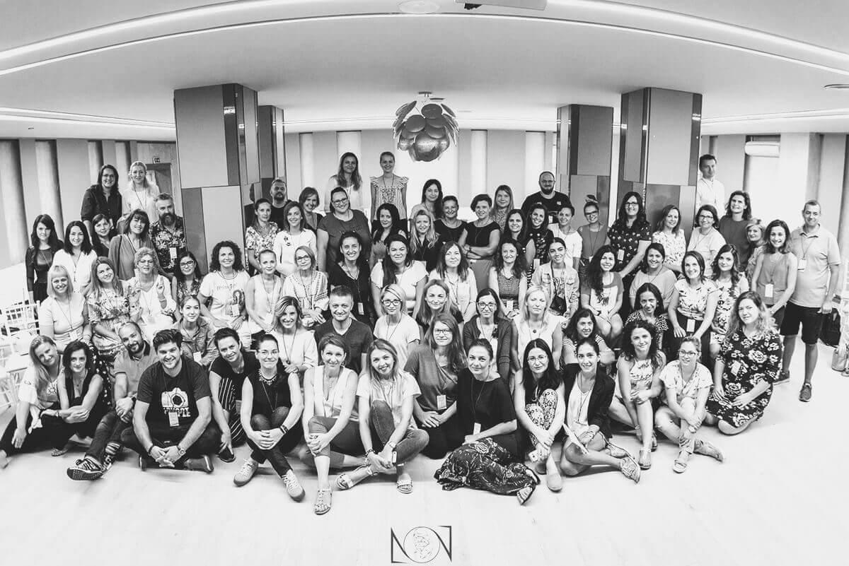 Gruppenfoto der Teilnehmer an Neugeborenen- und Familienfotokonferenz