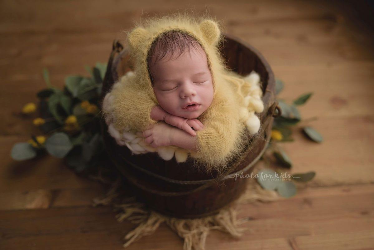 Neugeborenes Photoshooting mit Eimer von Nicoleta Raftu