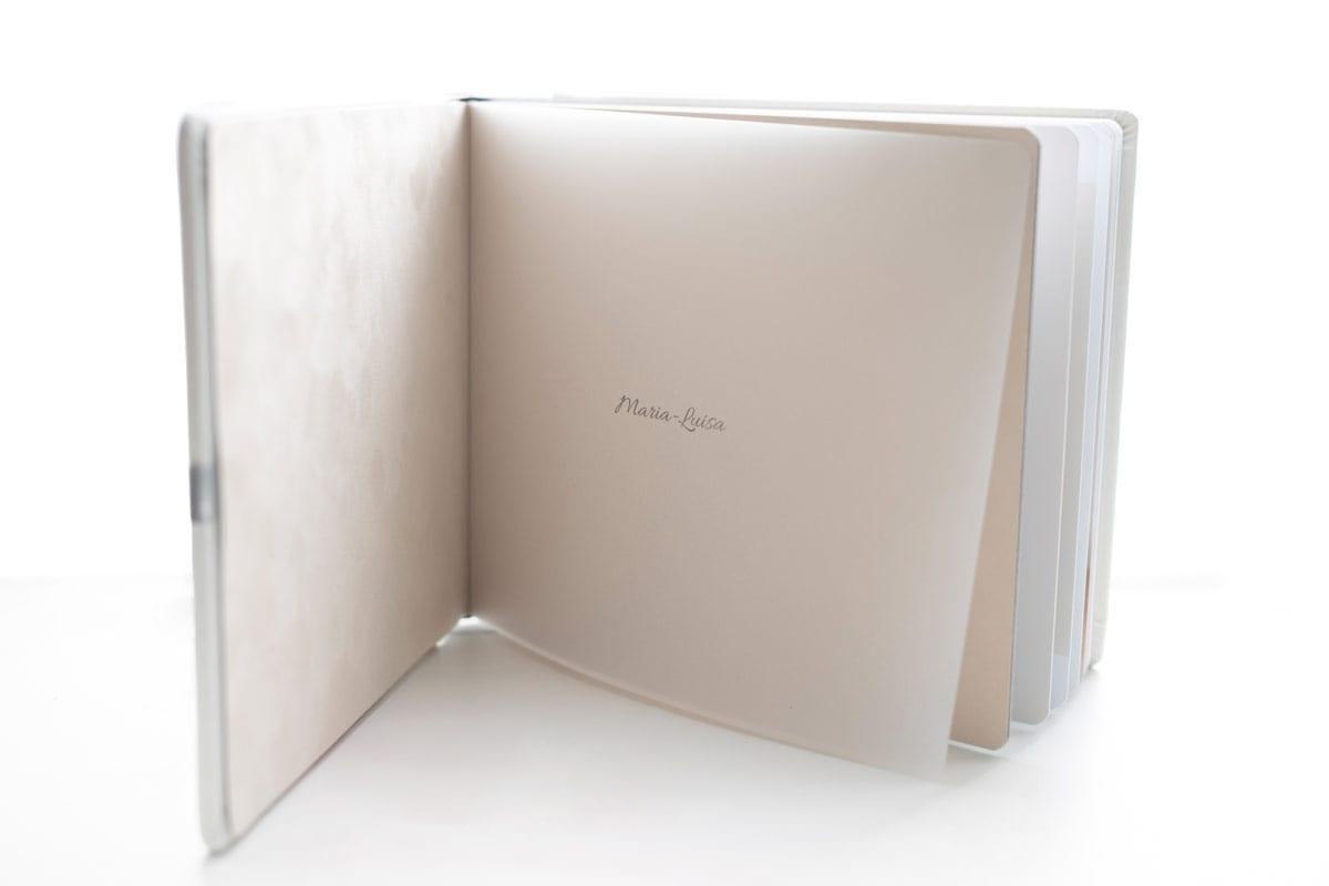Hardcover weiss Fotoalbum Schwangerschaft Baby Carmen Bergmann Studio