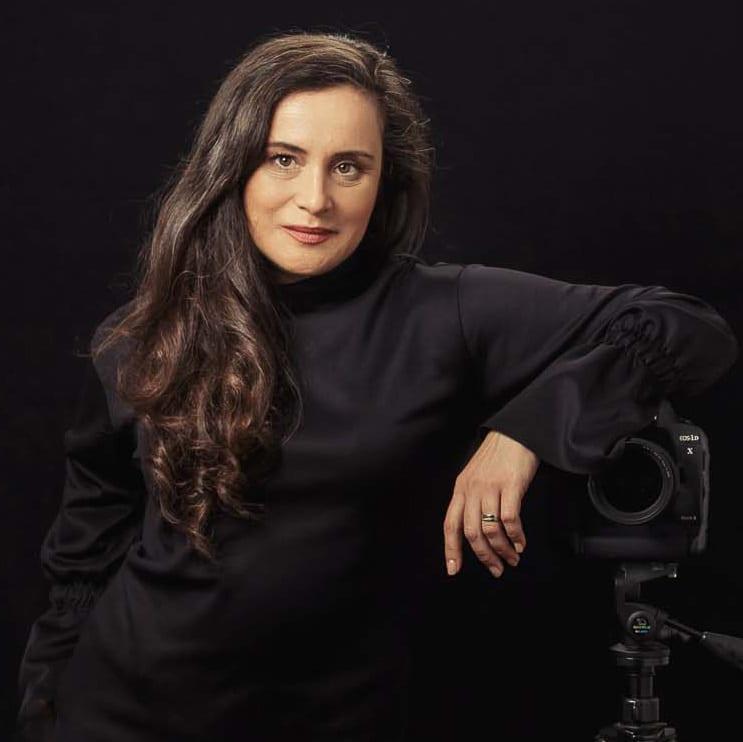 Carmen in ihrem Carmen Bergmann Fotostudio Babybauch Neugeborene Babys und Familie in der Rosenheimer Str Muenchen