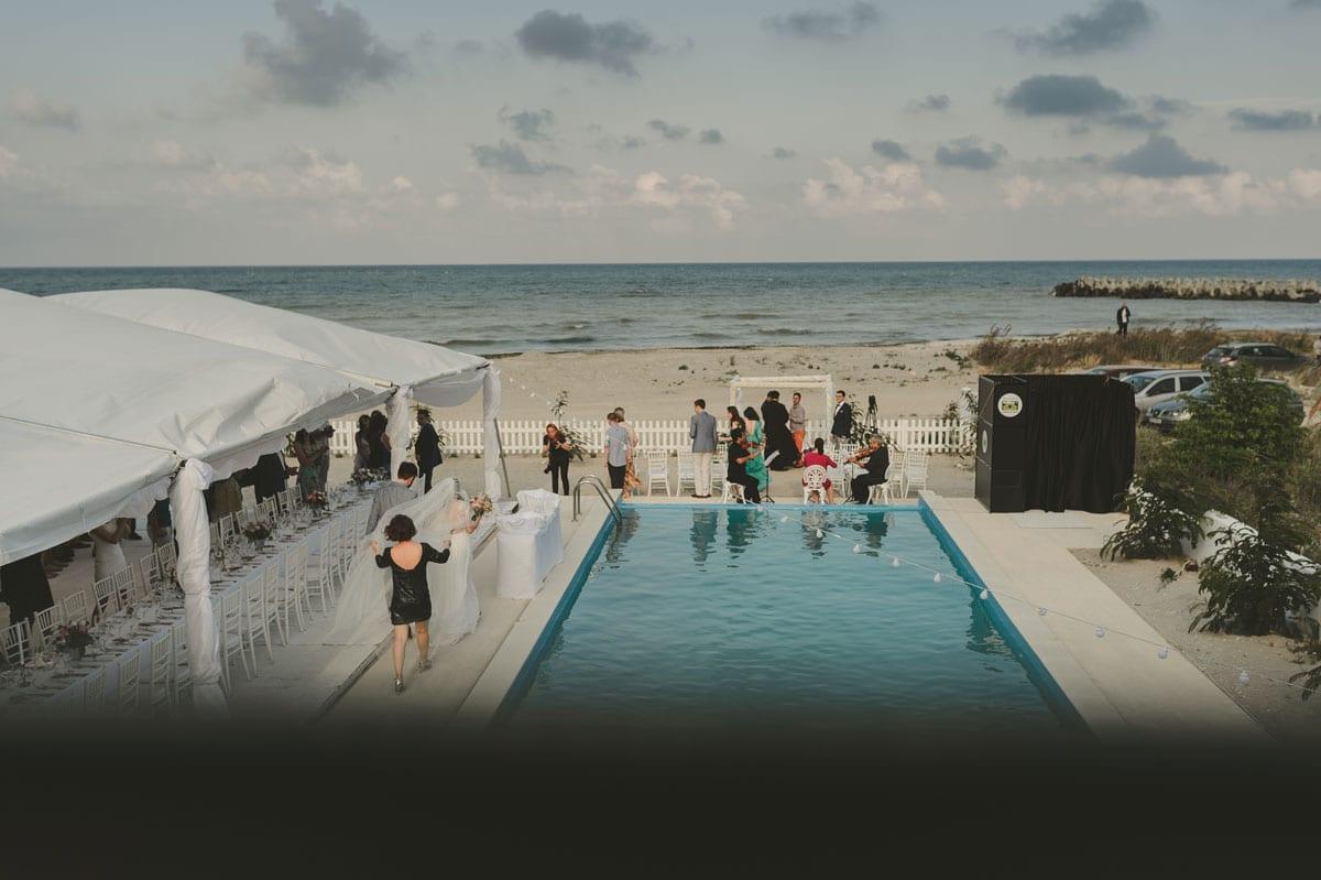 Rares Ion Hochzeitsfotograf fuer Workshop im Carmen Bergmann Studio Munchen Hochzeit am Meer in der Naehe eines Schwimmbades
