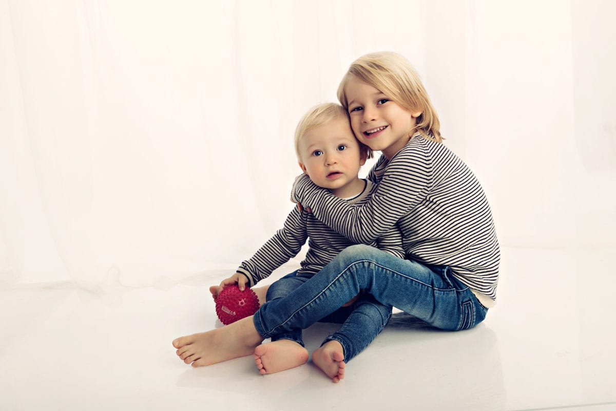 Babyfotografie Muenchen und Babyfotograf Muenchen fur zwei Bruder