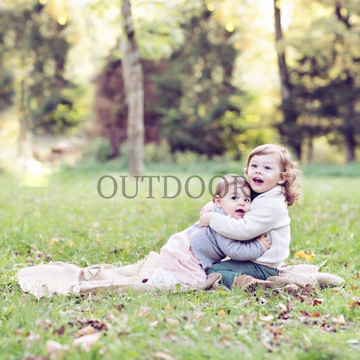 Outdoor-Fotografie-fuer-Babybauch-Shooting-von-Carmen-Bergmann-Fotostudio-Muenchen